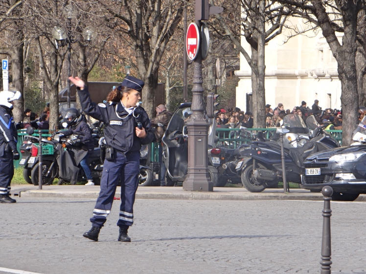 police officer paris.jpg